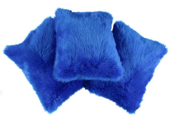Futrzana poduszka dekoracyjna CZUPER niebieski