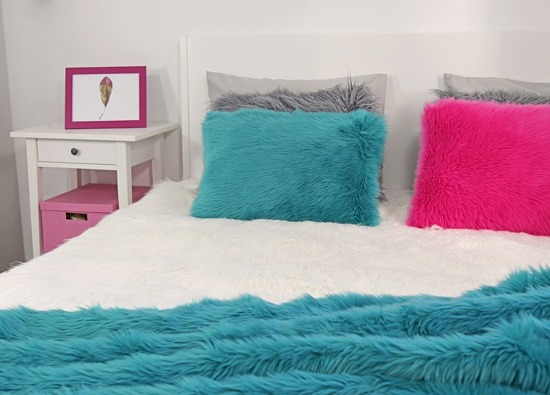 Faux fur pillow SHAGGY turquoise 40x50 cm